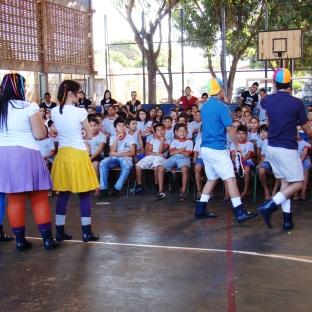 2012 - Projeto Circulando Arte nas escolas com espetáculo Cirandando