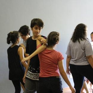 Jogos Teatrais com Carol Dória